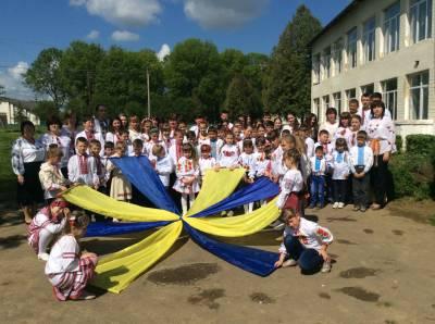 День вишиванки - 20 Травня 2016 - Кульчицький НВК 5cbce48f8dc17